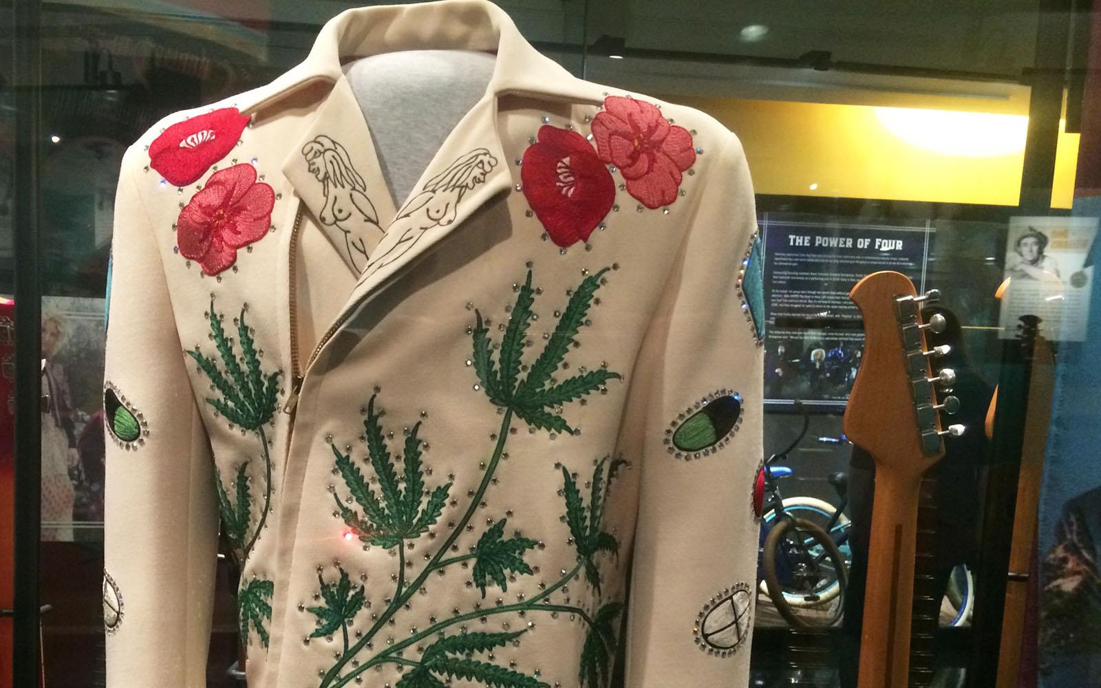 Uno degli eccentrici costumi di scena degli artisti country, esposto al Country Music Hall of Fame di Nashville.
