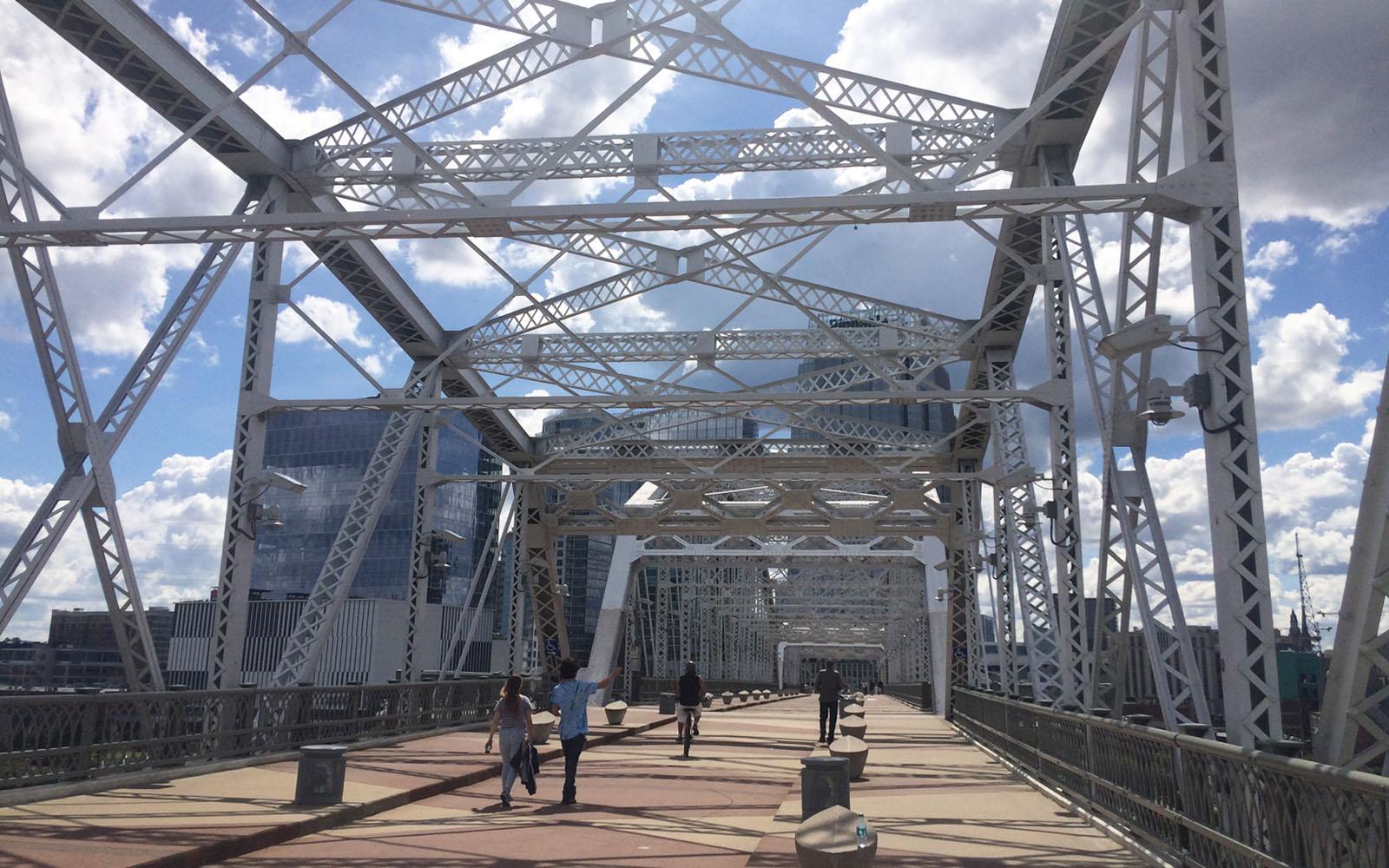 Il John Seigenthaler Pedestrian Bridge di Nashville.