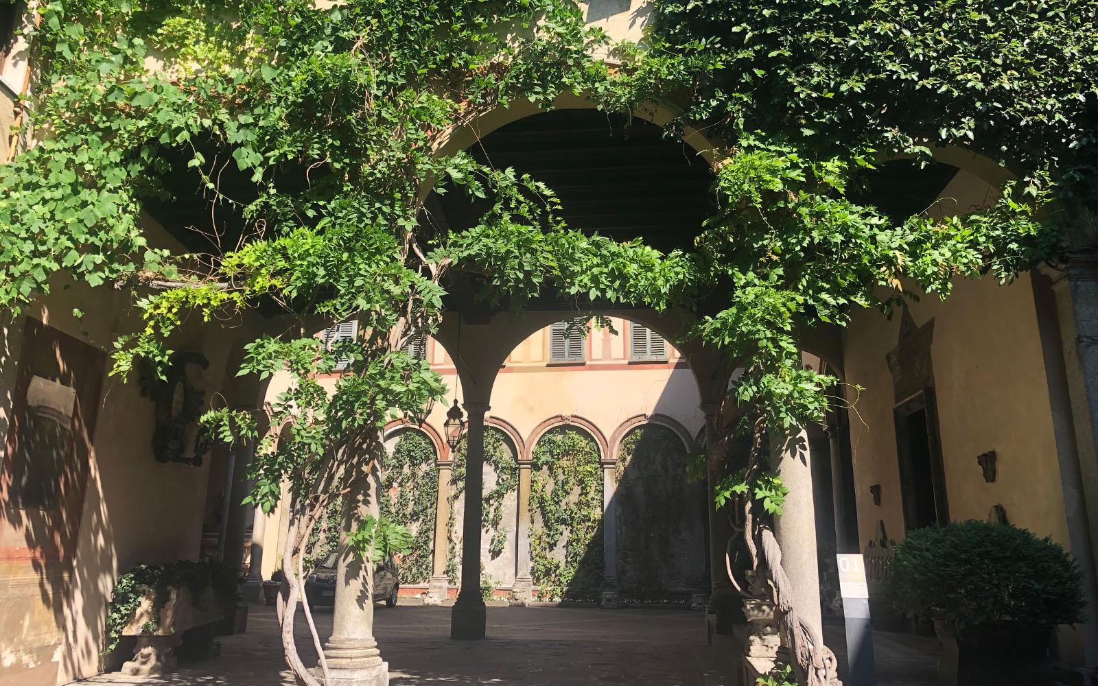 Le corti interne di Casa degli Atellani.