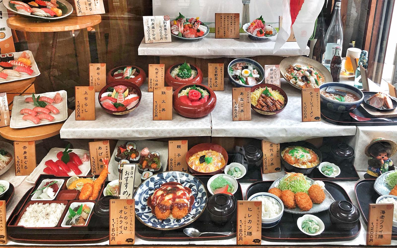 Le rappresentazioni dei piatti in PVCa Kappabashi-dōri.