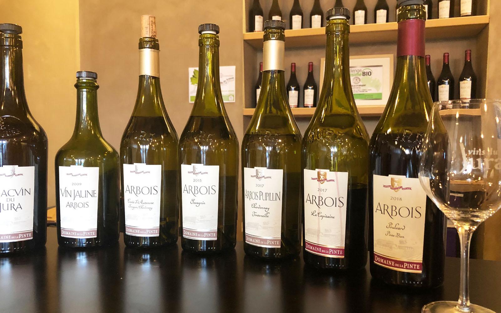 Degustazione di vini al Domaine La Pinte, nel Jura.