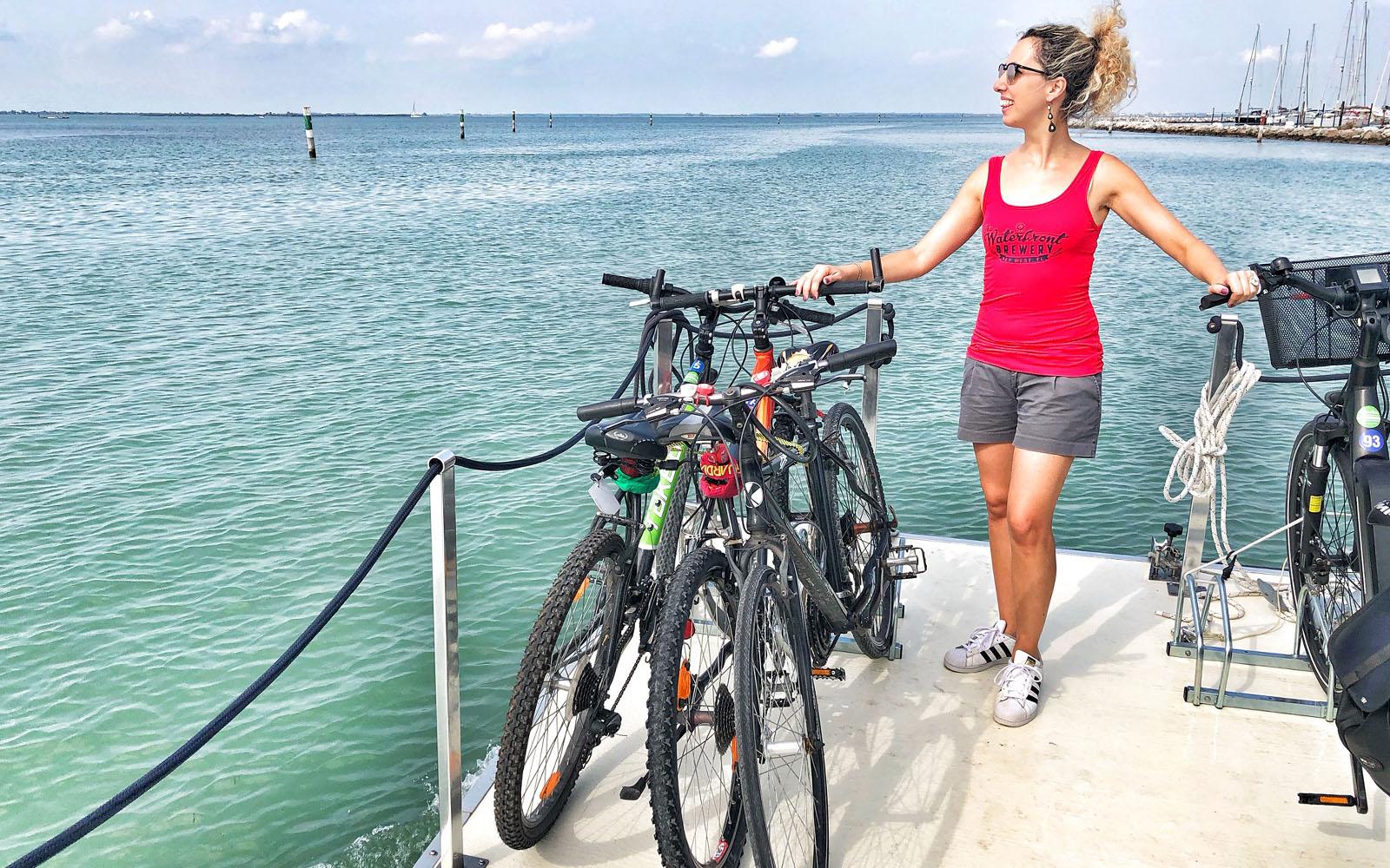 Sulla barca di Somewhere Tours insieme alla mia bici.