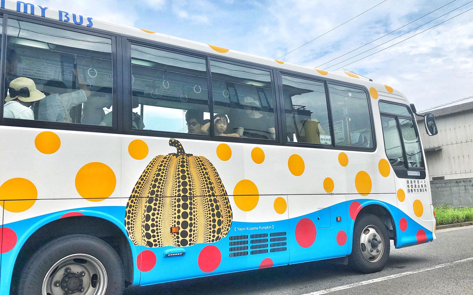 Bus pubblico a Naoshima.