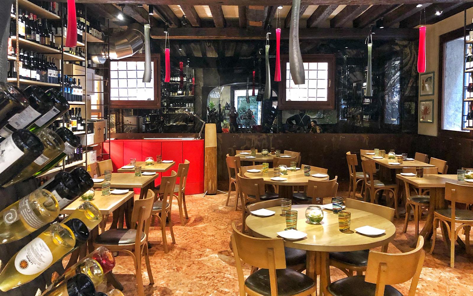 Il ristorante Estro, uno dei punti di riferimento dei vini naturali a Venezia.