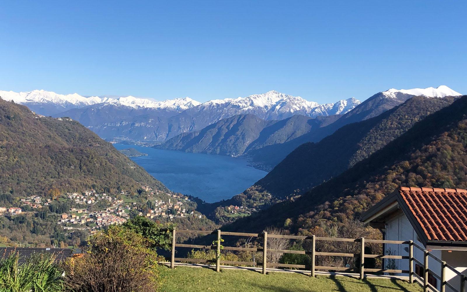 Uno scorcio panoramico sul lago di Como. © oltreilbalcone