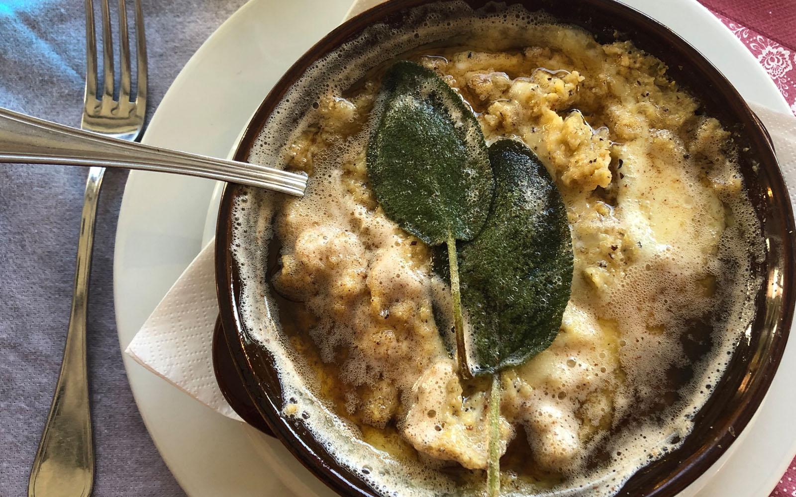 La polenta uncia del ristorante Crotto Dogana in Valle Intelvi. © oltreilbalcone