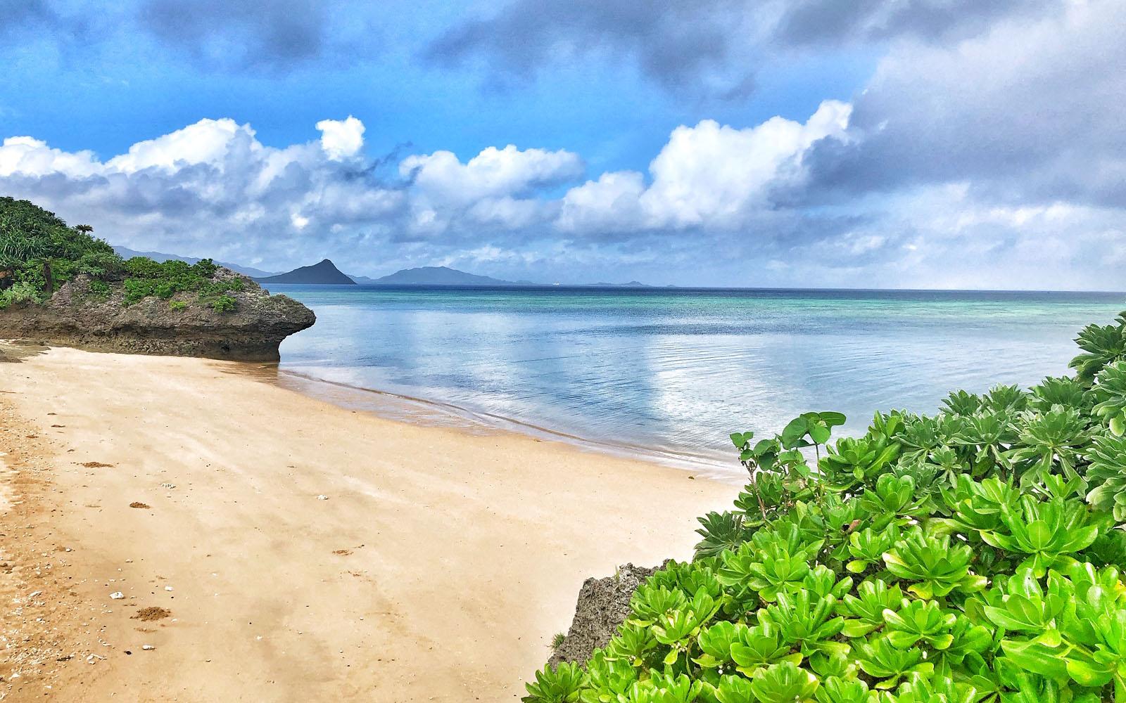 La spiaggia senza nome a 400 metri dall'hotel Cocoro Malolo di Ishigaki. © oltreilbalcone
