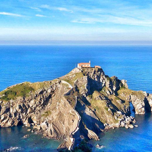 Costa Basca San Juan de Gaztelugatxe paesi baschi © oltreilbalcone