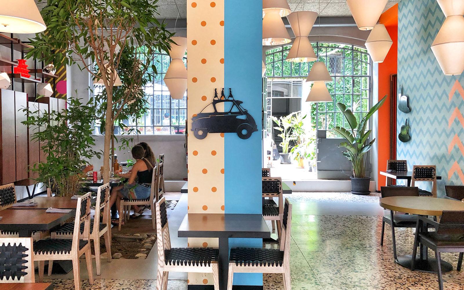 Una sala interna di Spica, a Milano, dove vi consiglio di fare un brunch. © oltreilbalcone