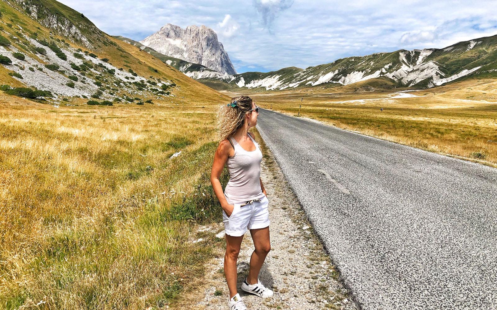 La wilderness del Parco del Gran Sasso con, alle spalle, il Grande Corno.