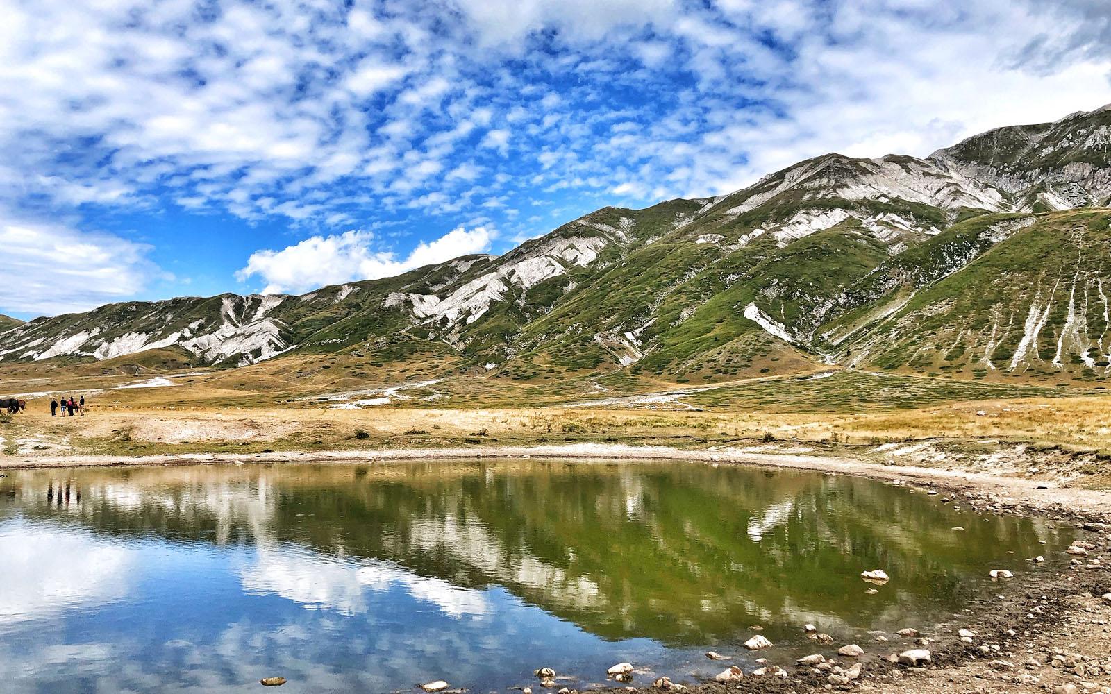Un laghetto a Campo Imperatore, nel Parco del Gran Sasso in Abruzzo.