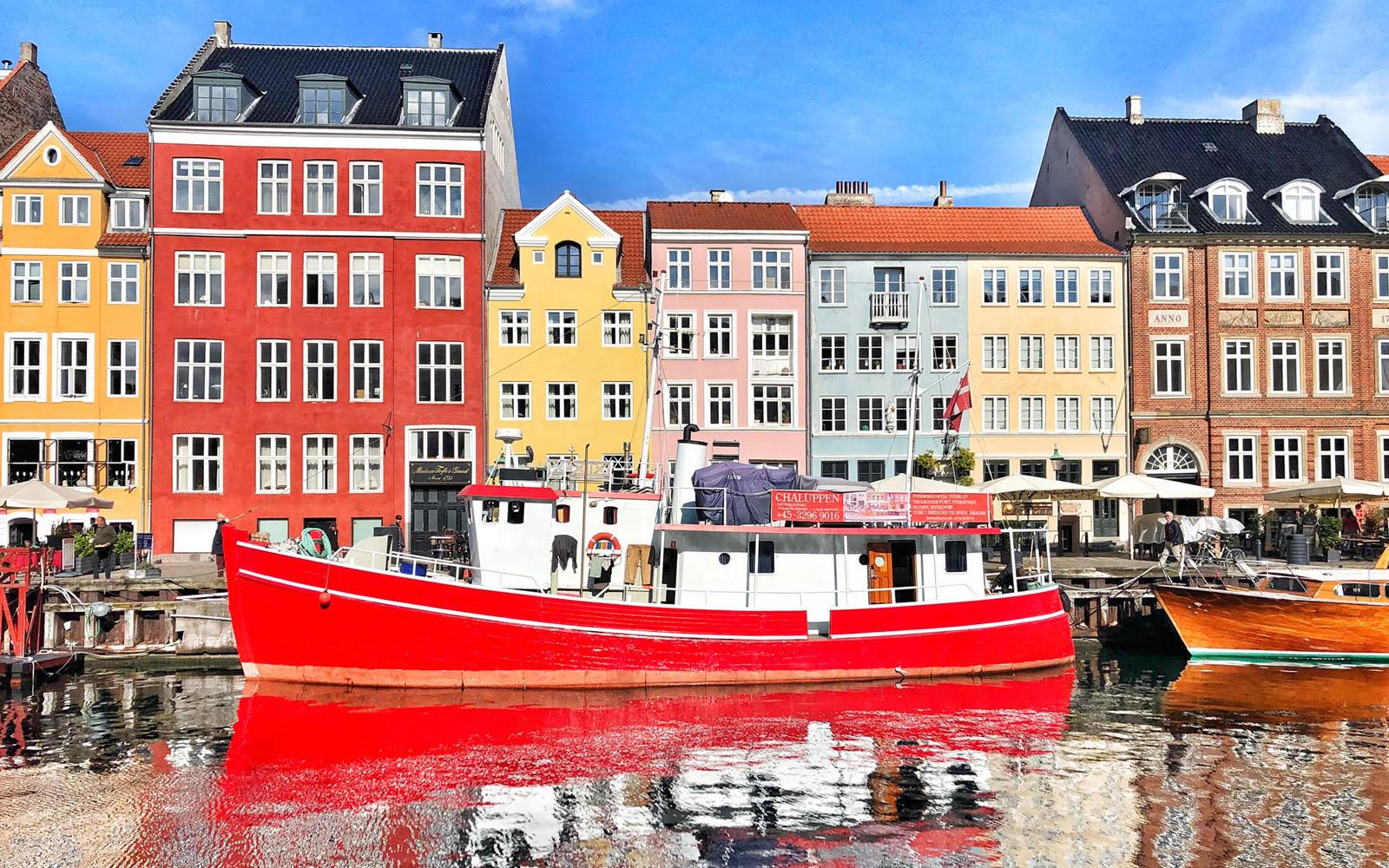 Il pittoresco porto Nyhavn, a Copenaghen. © oltreilbalcone