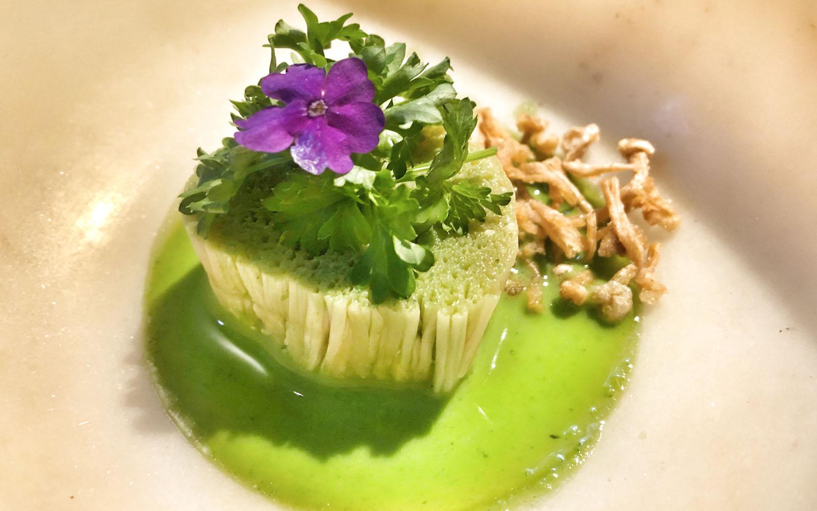 Piatto a base di fungo giapponese nel ristorante vegetariano Veve a Copenaghen. © oltreilbalcone