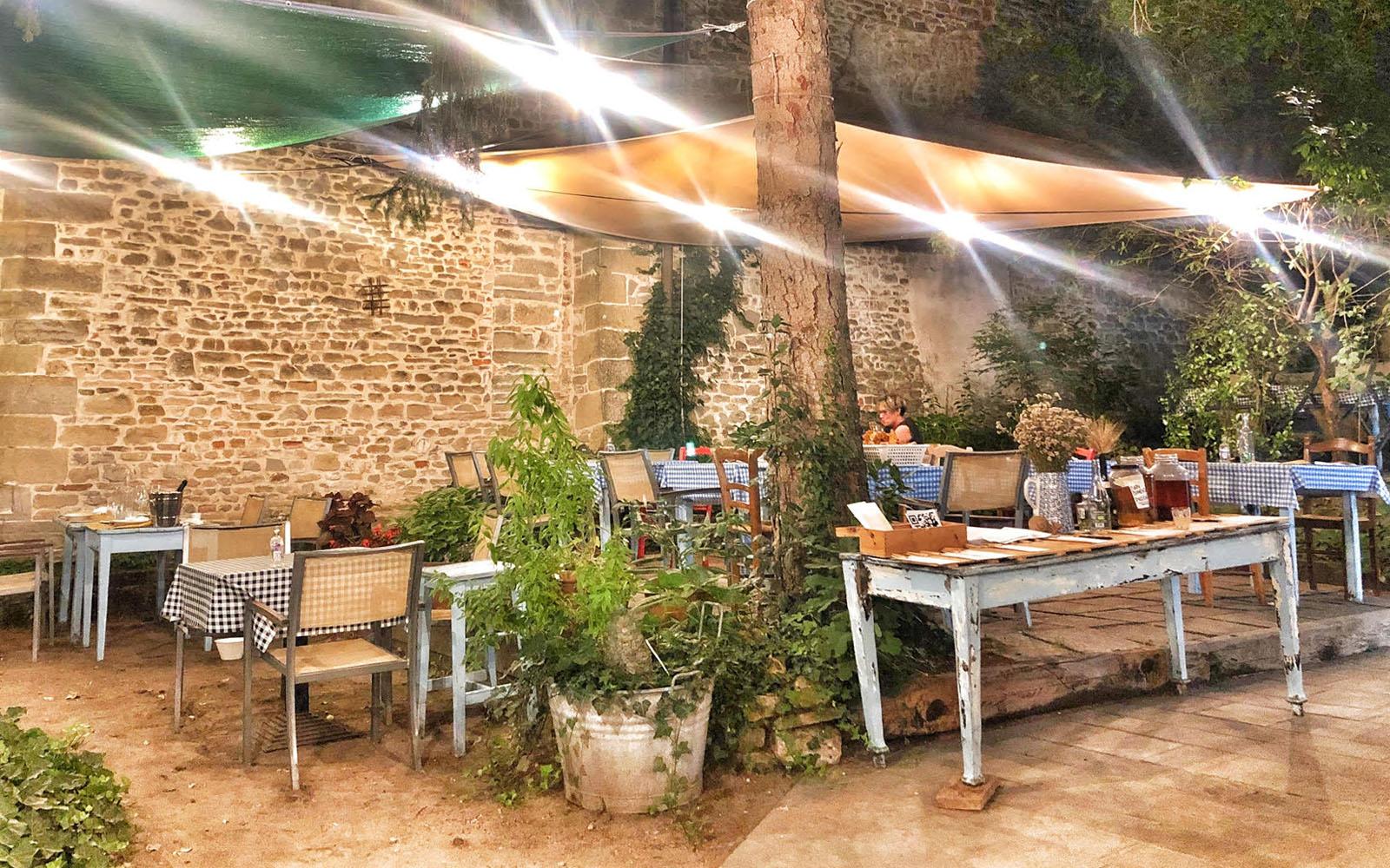 La pittoresca cornice dell'Osteria Campanara a Pianetto. © oltreilbalcone