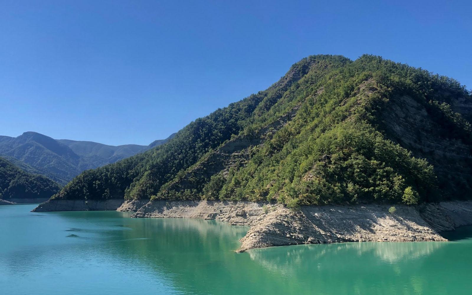 Panorama dalla diga di Ridracoli nelle Foreste Casentinesi. © oltreilbalcone