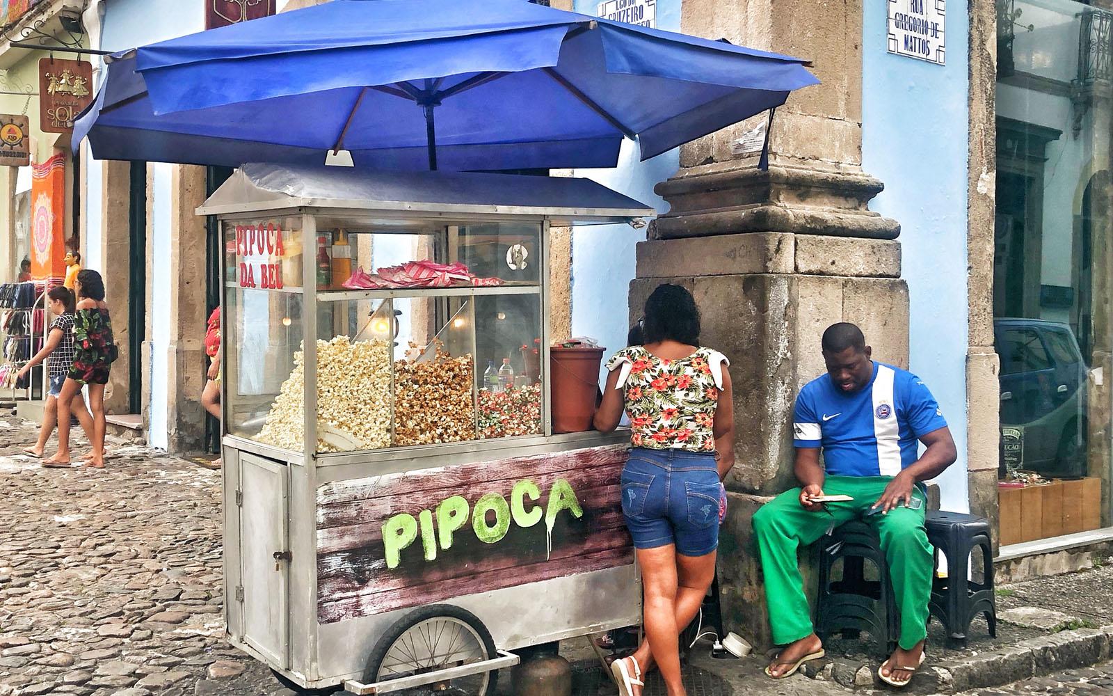 Una bancarella di popcorn al mercato comunale. © oltreilbalcone