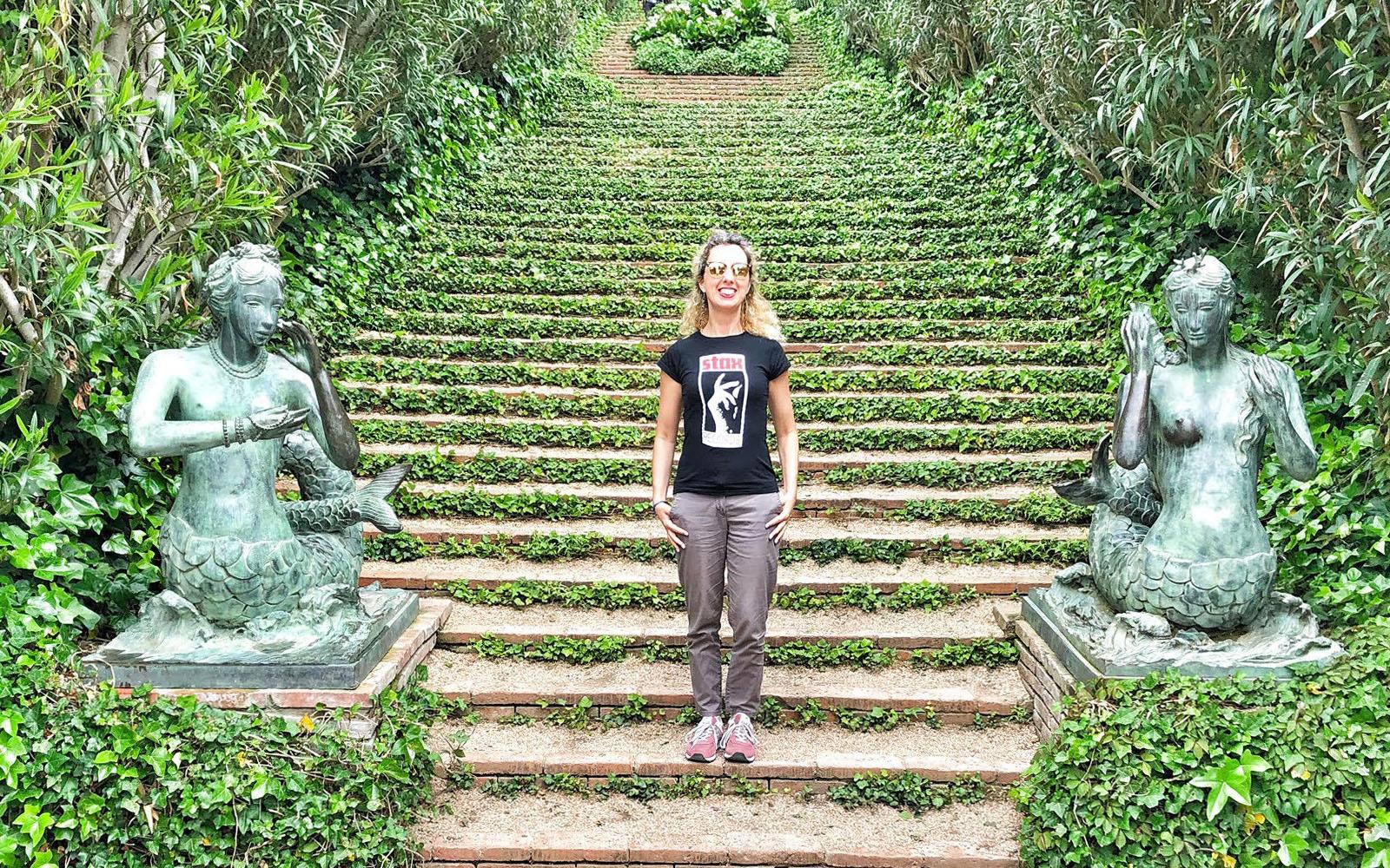 In una delle tante scalinate ricoperte d'edera, nei Giardini di Santa Clotilde. © oltreilbalcone