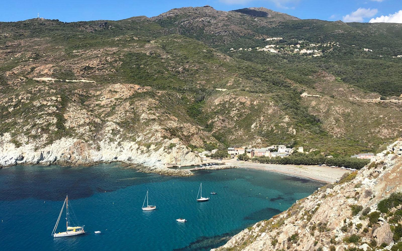 Una delle incantevoli baie del litorale Occidentale del Cap Corse. © oltreilbalcone