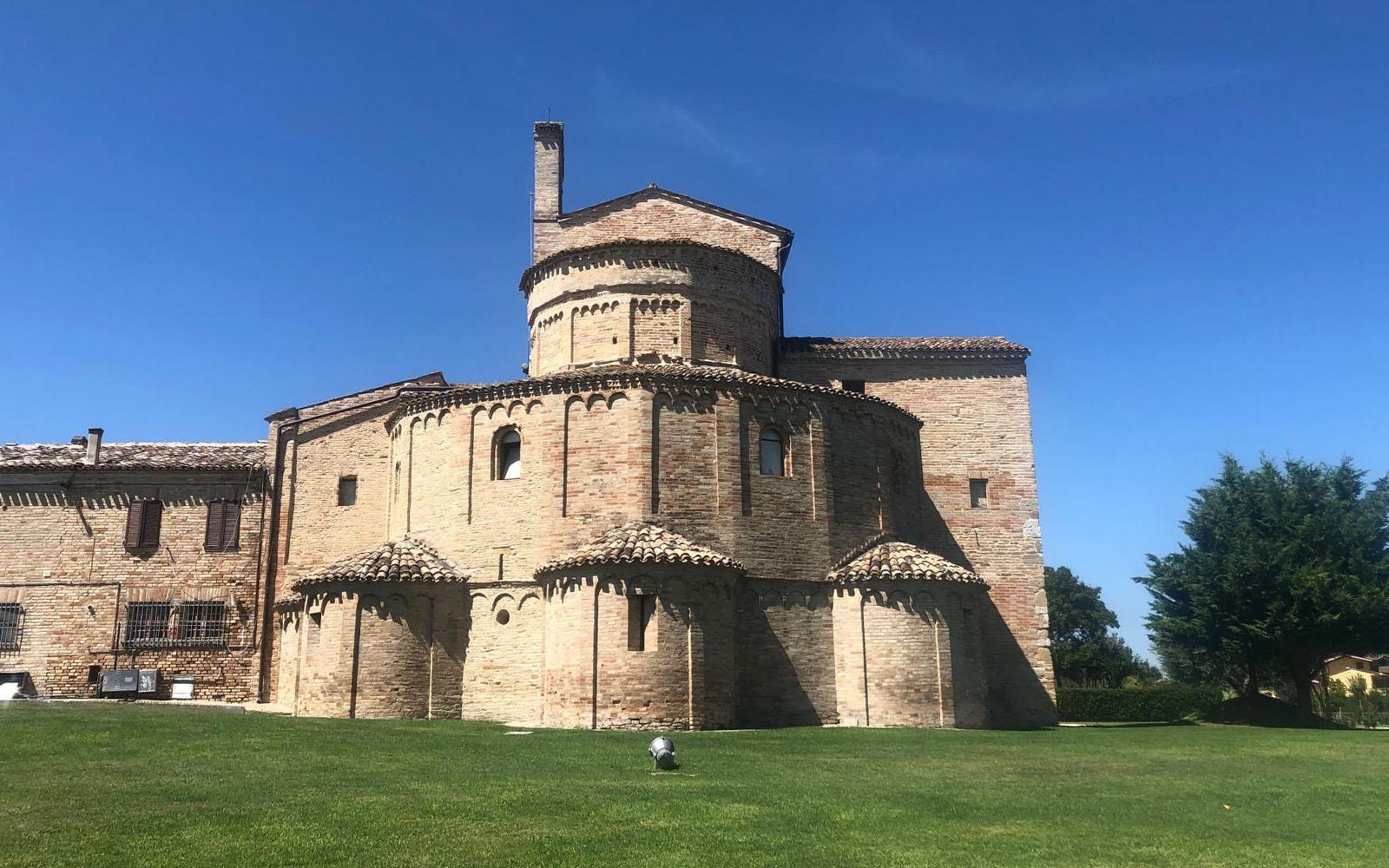 Il mio profilo preferito della basilica di Santa Maria a Piè Chienti. © oltreilbalcone