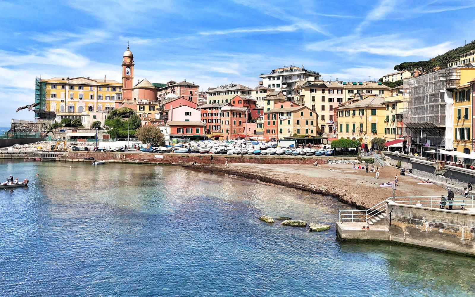 Scorcio sul porticciolo di Genova Nervi. © oltreilbalcone