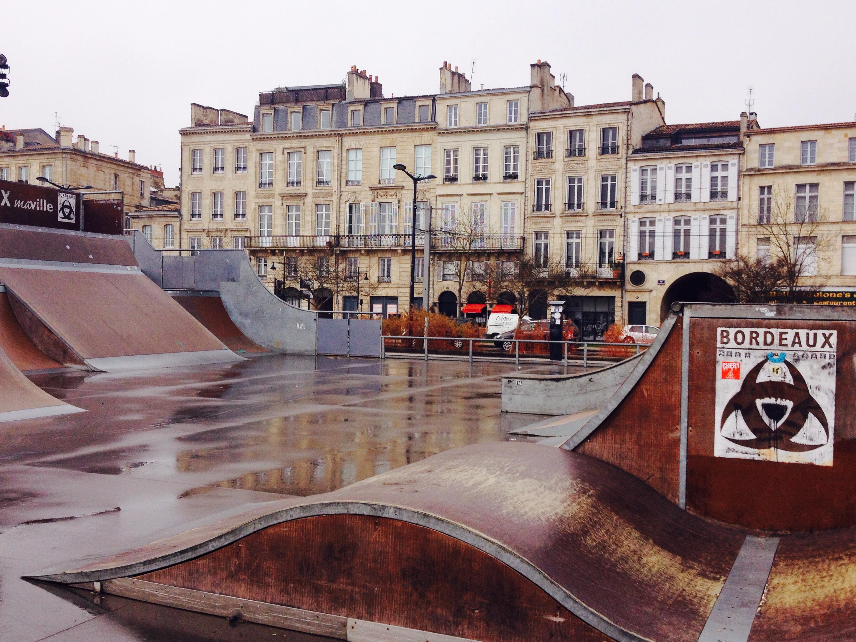 Lo skatepark di Bordeaux sul lungofiume.