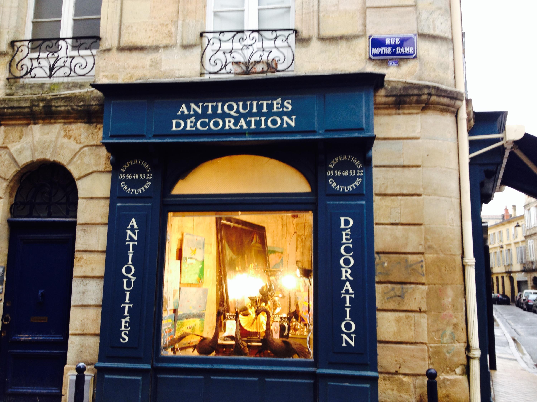 Un negozio d'antiquariato nel quartiere Chartons di Bordeaux.