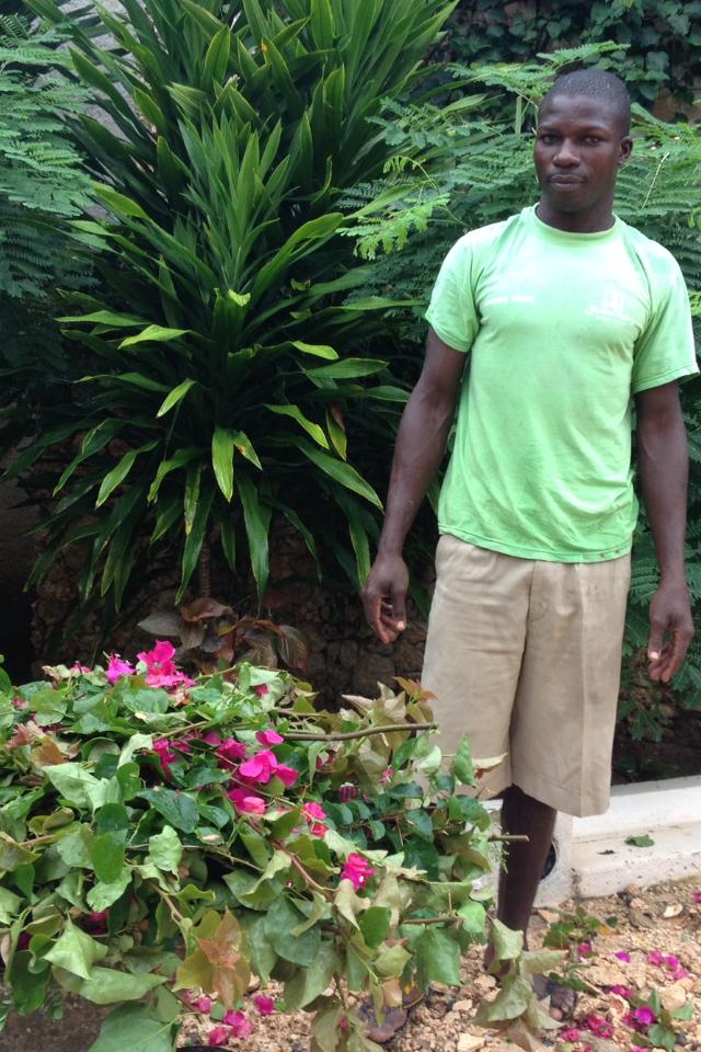 Alfred, giardiniere in Kenya. © oltreilbalcone