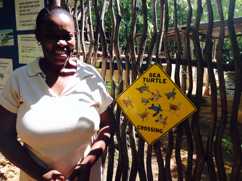 Karisa, una delle coordinatrici del Turtle Watch di Watamu. © oltreilbalcone