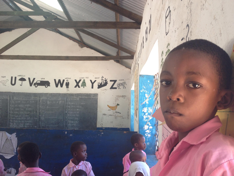 Bambini nella scuola pubblica di Malindi. © oltreilbalcone