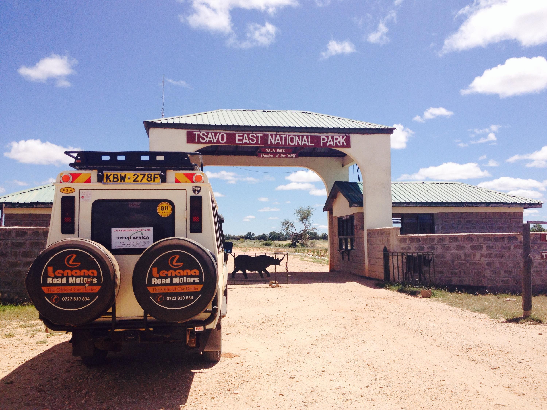 L'ingresso dello Tsavo National Park.