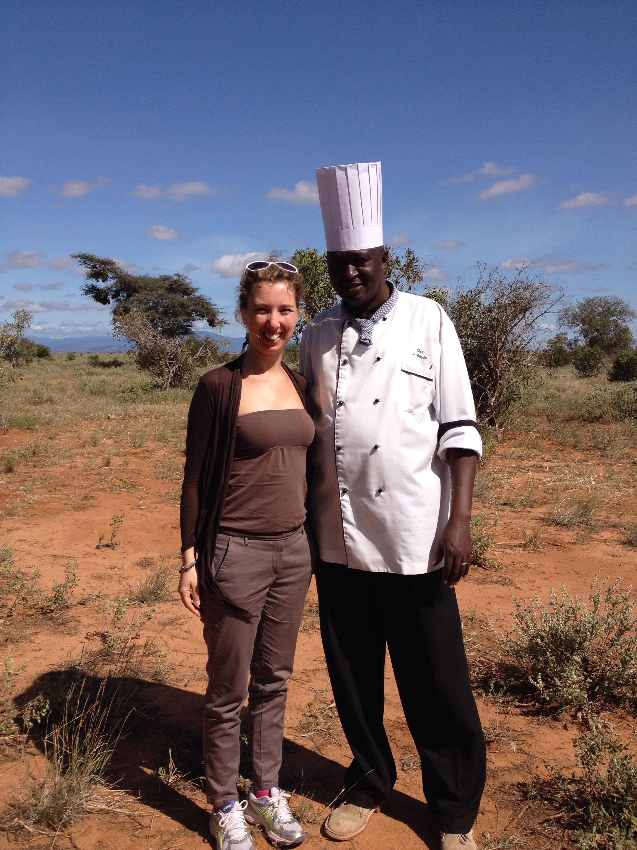 Insieme allo chef che mi ha preparato la colazione nel parco dello Tsavo.