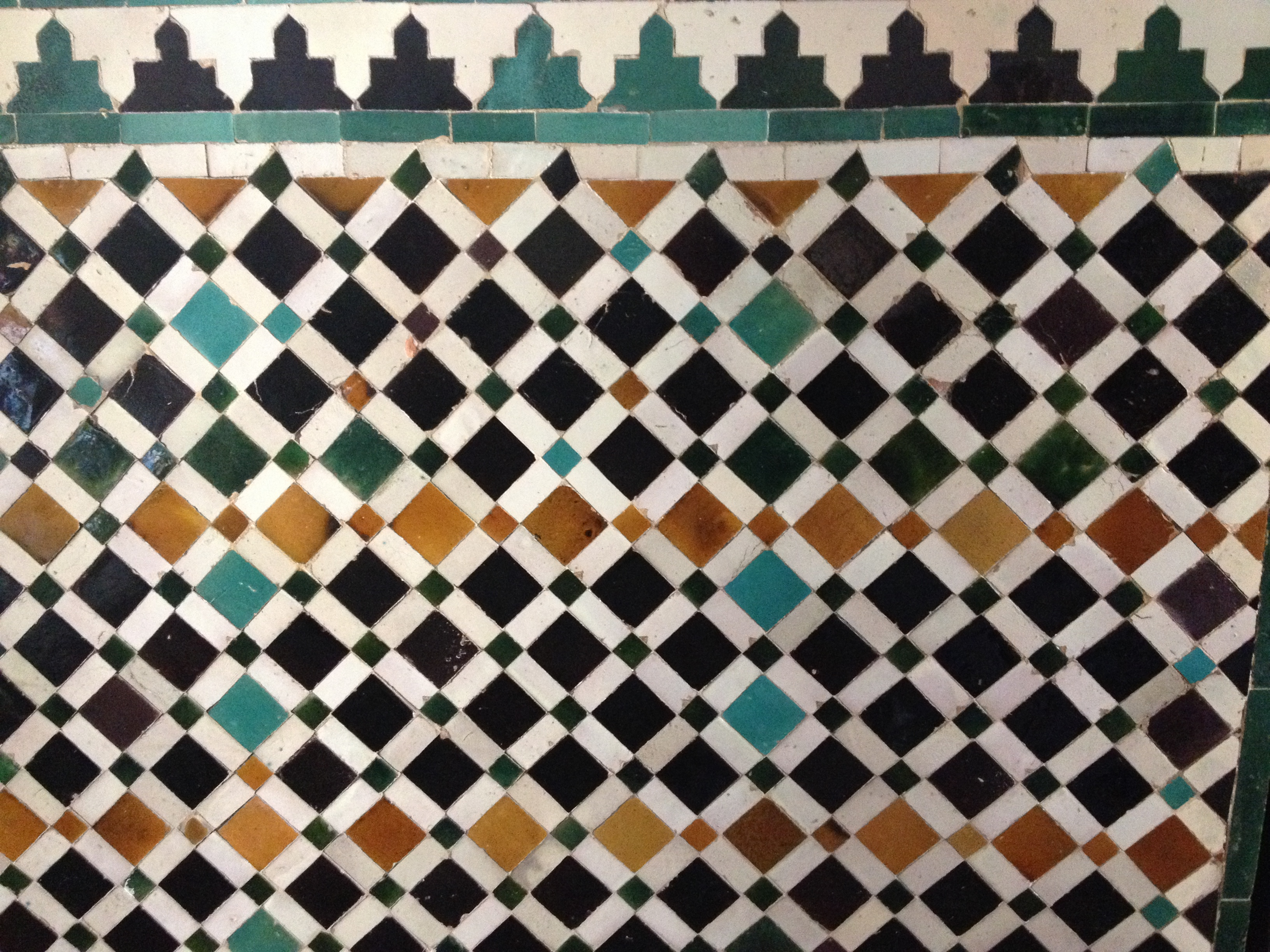 Ceramiche dipinte che ovunque impreziosiscono gli interni dell'Alcazar di Siviglia.