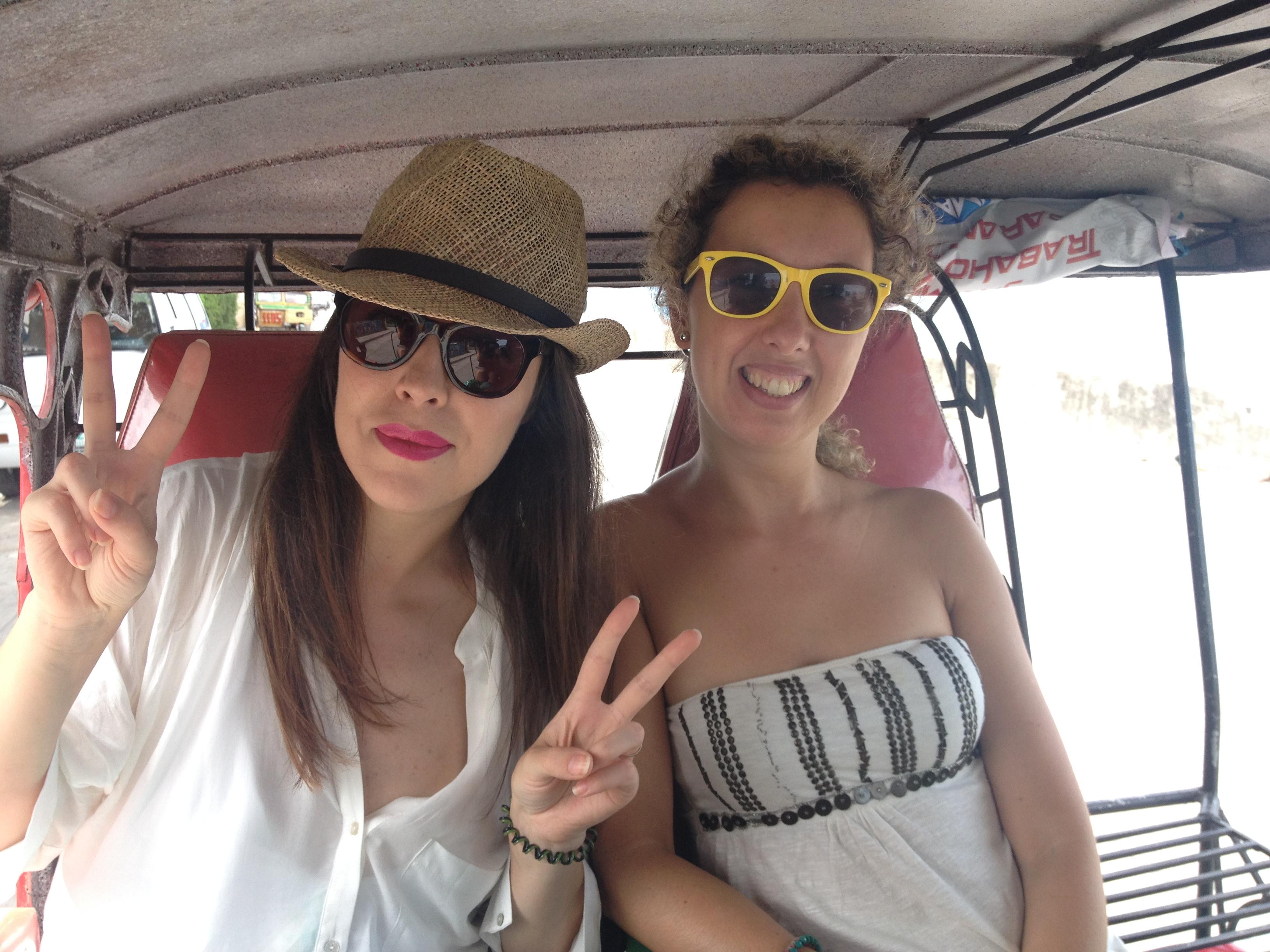 Con la mia amica Nunzia a bordo di un Tricycle.