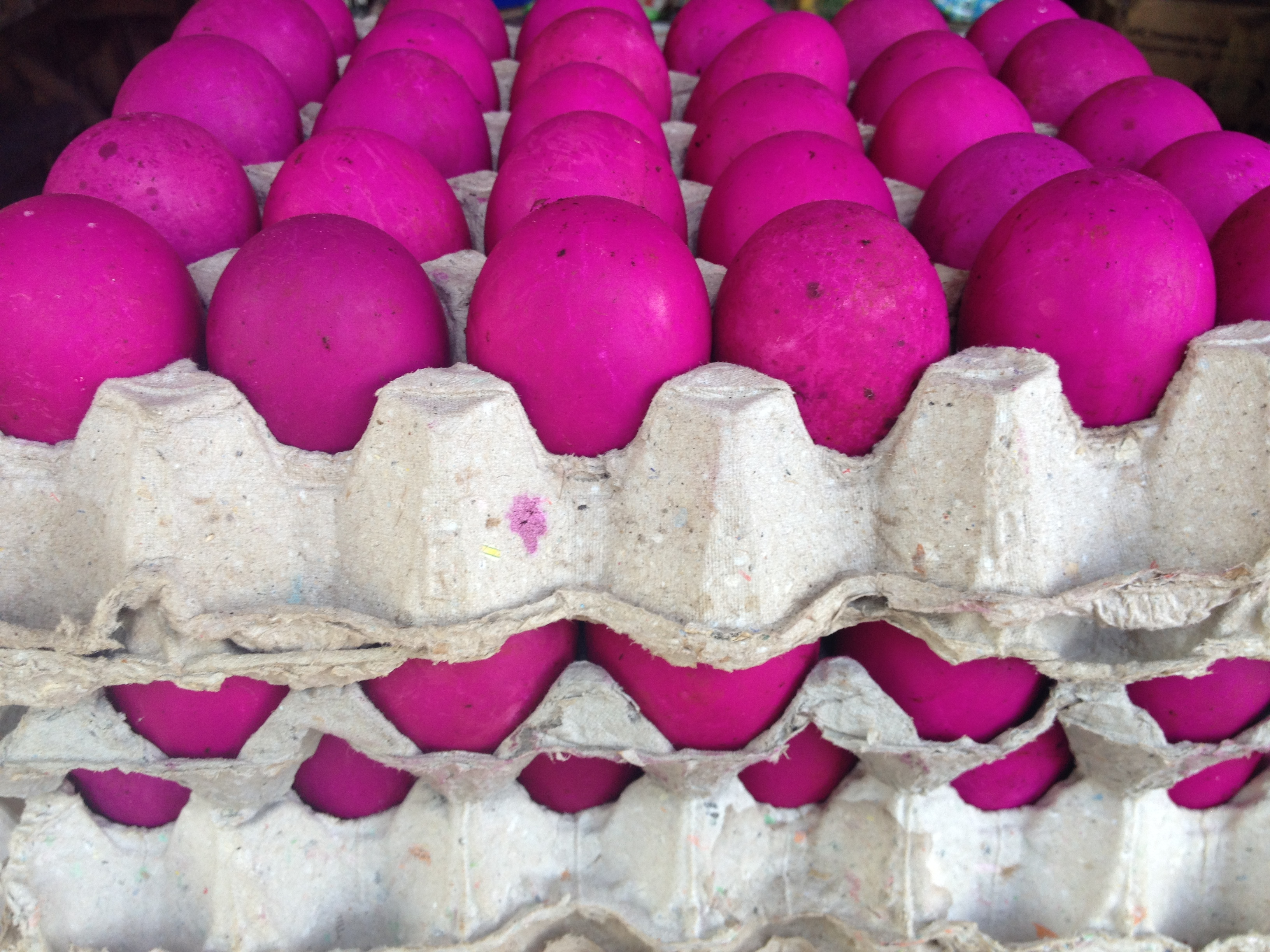 Le uova rosa al mercato di Dumaguete.