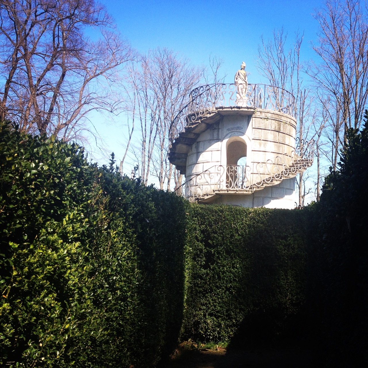 La torretta che si trova nel cuore del labirinto di Villa Pisani.